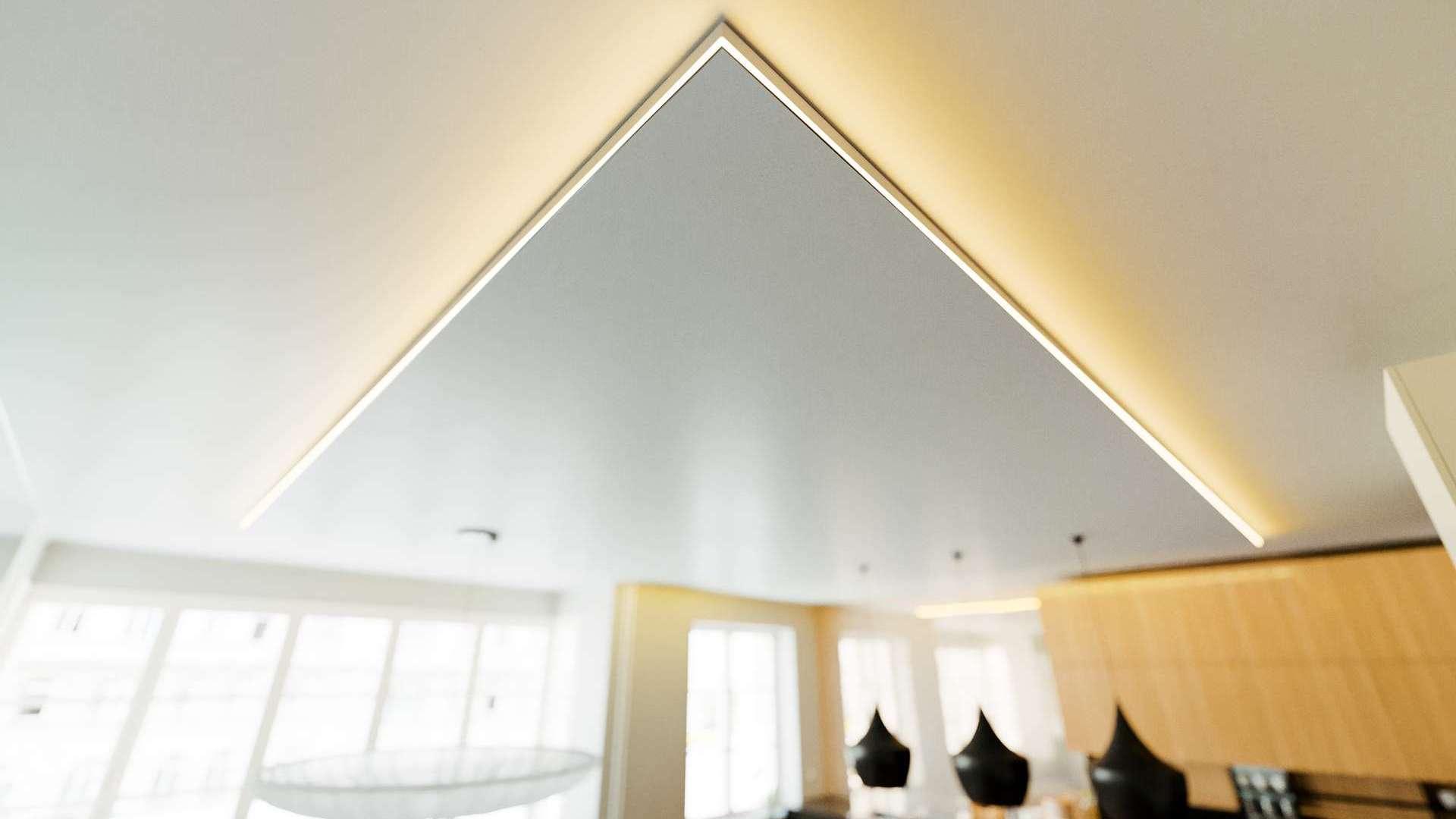 Profil LUMINES typ IPA16 biały lakier. 2,02 m